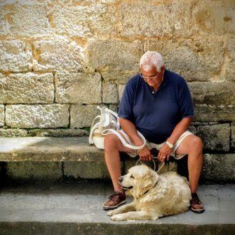 Ai-je droit aux aides sociales à la retraite ?