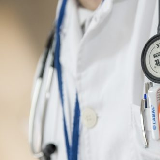 Combien touche une infirmière à la retraite?